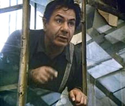 Michel Galabru dans le rôle de Pelzer