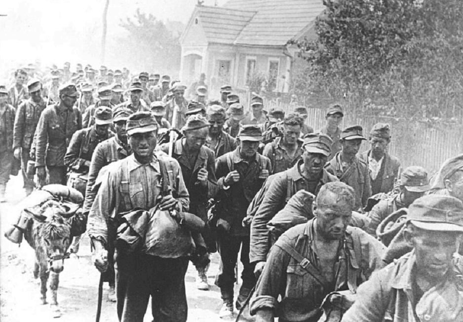 Kolona nemačkih vojnika 97. armijskog korpusa zarobljenih kod Ilirske Bistrice, 7. maja 1945. godine.